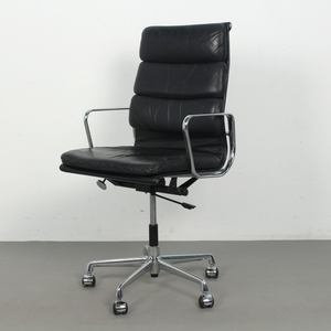 Charles & Ray Eames, Soft Pad office chair, model 'EA 219' in leather for Herman Miller / Vitra