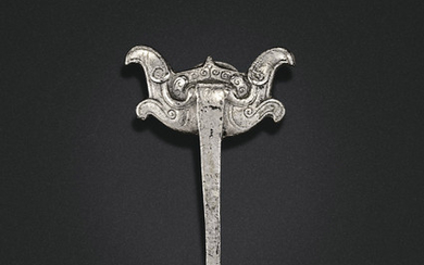A SILVER GARMENT HOOK, LATE WARRING STATES PERIOD-WESTERN HAN DYNASTY, 4TH-3RD CENTURY BC