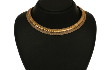 A necklace of 18k gold. L. 41 cm. Weight app. 80 g.
