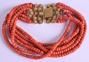 AN 18CT GOLD CHINESE RED CORAL NECKLACE. 150 grams. 35