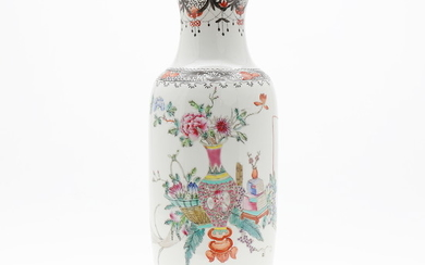 Chinese vase in Rose Family porcelain, second half of the 20th Century.