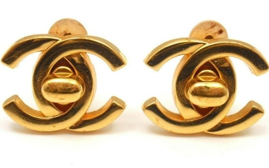 CHANEL VINTAGE F LARGE GOLD TONE CLIP-ON DOUBLE C