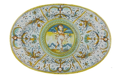 Tray Oval tray with convergent brim, straight and wide cavetto....