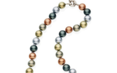 A colour cultured pearl necklace