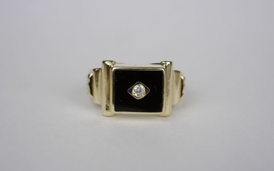 .585 gold - Art Deco gold ring with onyx and 0, 05 carat diamond.