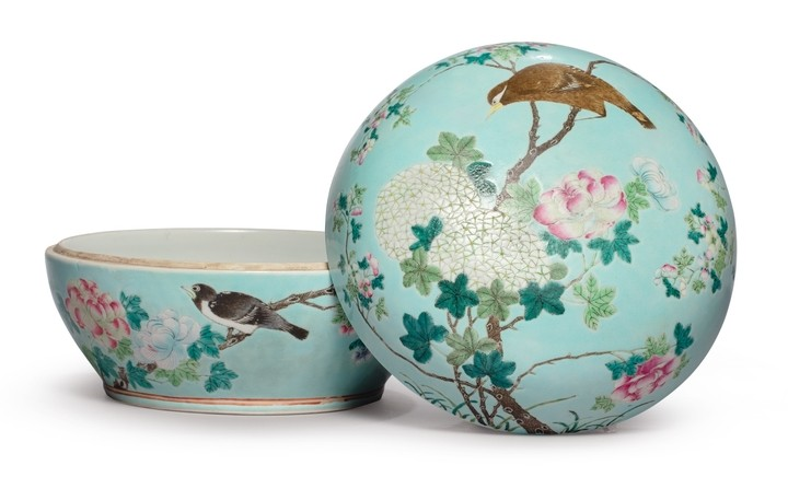 A TURQUOISE-GROUND FAMILLE-ROSE 'BIRD AND FLOWERS' BOX AND COVER QING DYNASTY, GUANGXU PERIOD
