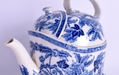 A RARE ANTIQUE WEDGWOOD BLUE AND WHITE CHISWICK TEAPOT