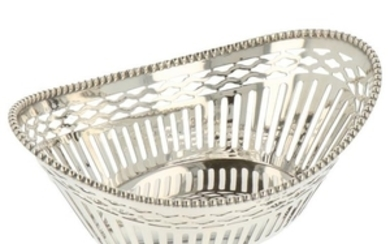 Bonbon basket oval openwork bar model with soldered pearl edge silver.