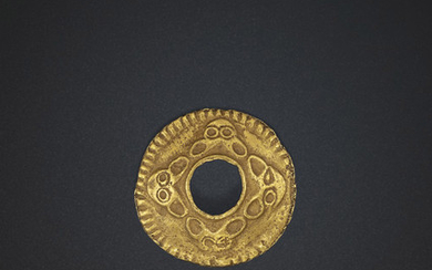 A CIRCULAR GOLD ORNAMENT, NORTHERN CHINA, 3RD CENTURY BC