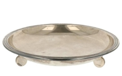 Fruit bowl sleek design on 3 round legs silver.