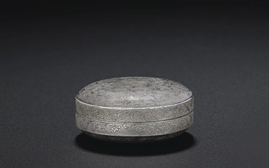 A SMALL SILVER CIRCULAR 'BIRD AND FLOWER' BOX AND COVER, TANG DYNASTY (AD 618-907)