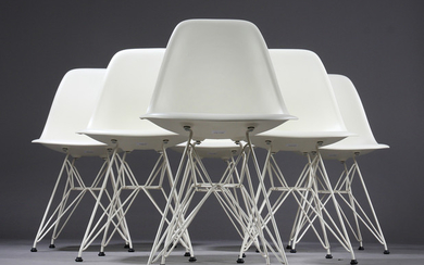 Charles Eames. A set of six shell chairs with shells in white plastic, model DSR (6)