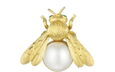 A Mabe Pearl Bee Pin