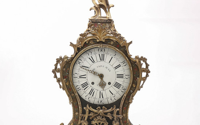 Louis XV table clock in gilt bronze and Boulle-like marquetry in brass and painted horn, 18th Century.