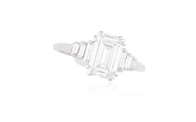 AN ART DECO SINGLE-STONE DIAMOND...
