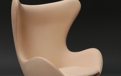 Arne Jacobsen. Lounge chair, 'The Egg', in natural leather