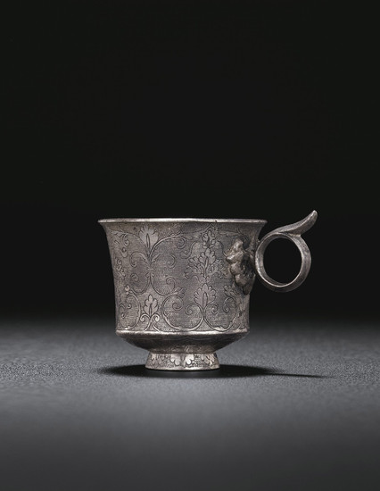 A FINELY ENGRAVED SMALL SILVER CUP, TANG DYNASTY (AD 618-907)