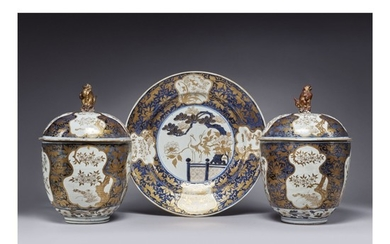 A RARE AND IMPRESSIVE PAIR OF LARGE JAPANESE IMARI TUREENS AND COVERS AND A LARGE DISH EDO PERIOD, 1690-1700 | 伊万里 染付色絵大蓋物 一対 と 染付色絵大皿、江戸時代、1690-1700年頃