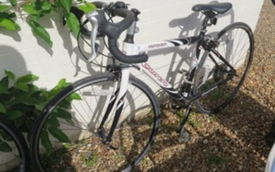A ladies Carrera Vanquish road cycle in good condition