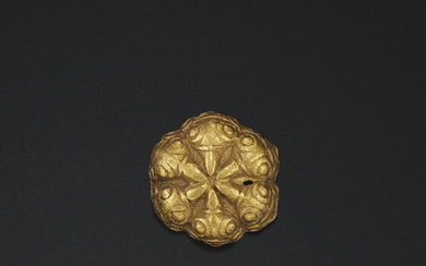 A SMALL CAST GOLD ORNAMENT, NORTHERN CHINA, 3RD CENTURY BC