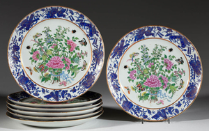 CHINESE EXPORT FAMILLE ROSE PORCELAIN SEVEN-PIECE PLATE SET