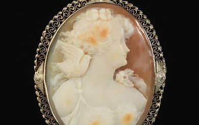 Ladies' Retro Gold and Carved Cameo Pin/Brooch/Pendant