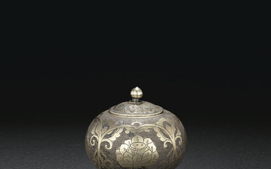 A VERY RARE AND FINELY ENGRAVED PARCEL-GILT SILVER JAR AND COVER, TANG DYNASTY (AD 618-907)