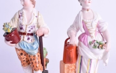 A PAIR OF 18TH CENTURY DERBY FIGURES OF GARDENERS