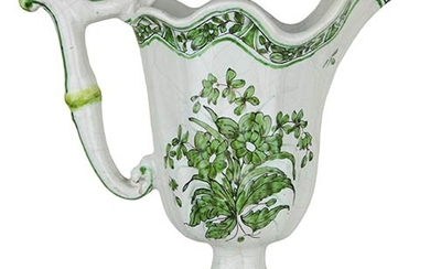Versatoio Molded spout with ribs in the body, stick handle...