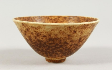 A SMALL CIRCULAR STUDIO POTTERY BOWL, impressed mark to