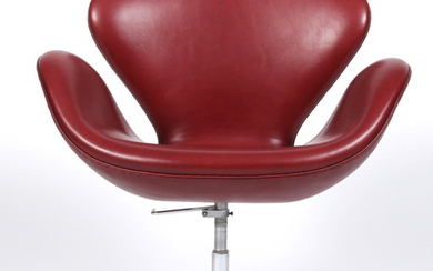 Arne Jacobsen. Lounge chair, 'The Swan' Model 3320, 'Indian Red' Elegance leather