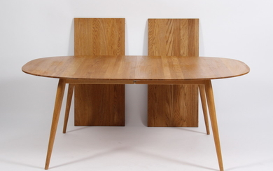 PLAYdinner. Solid oak dining table, two additional extension leaves (3)