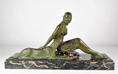 D.H. Chiparus (1886-1947) - Reveyrolis éditeurs - Sculpture, representing a woman dressed in the antique and stroking a mastiff
