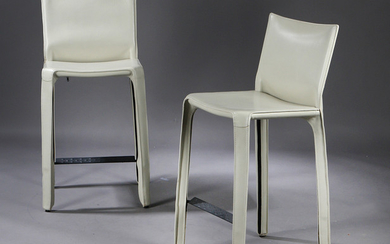 Mario Bellini. A pair of bar stools, model Cab 410, low model, leather. (2)