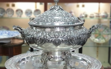 Tray, Tureen, A LARGE TUREEN AND PLATTER - .833 silver - Portugal - mid 20th century