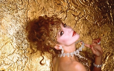 NORMAN PARKINSON | JERRY HALL IN GOLD, NEW YORK, 1983