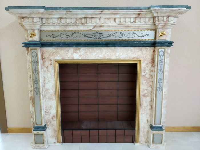Marble fireplace with hand-made wooden details - Green marble and details made in wood by hand - mid 20th century