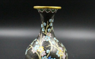 A Fine Chinese Qing Dynasty Cloisonne Vase