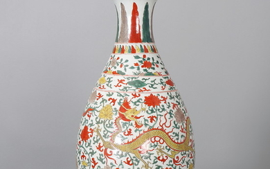 Chinese porcelain vase with dragons, 20th Century.