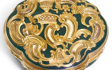A TWO-COLOUR GOLD AND HARDSTONE SNUFF BOX, GERMAN, MID 18TH CENTURY AND LATER