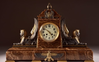 French Neo Egyptian, table clock with winged Sphinx - Bronze (gilt/silvered/patinated/cold painted), Marble - Late 19th century