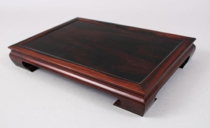 A LOVELY CHINESE 19TH CENTURY HARDWOOD STAND, 30cm wide