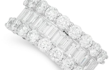 3.25 CARAT DIAMOND RING set with round and baguette cut