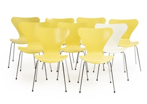 """1907/666: Arne Jacobsen: """"Seven Chair"""". Set of nine chairs with chromium-plated steel frame, yellow- and whitelacquered plywood shells. (9)"""