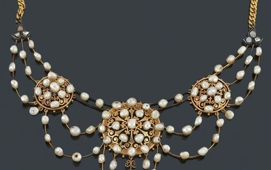 Necklace with pearls, old cut diamonds in 18K yellow