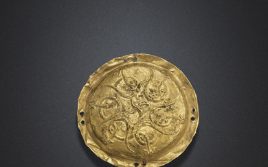 A CIRCULAR GOLD PLAQUE, LATE WARRING STATES PERIOD, 3RD CENTURY BC
