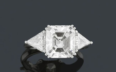 Solitaire ring with central emerald cut diamond, 3.89