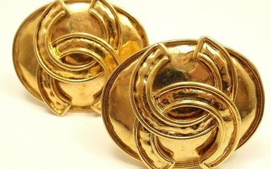 CHANEL VINTAGE FRENCH COUTURE LARGE GOLD TONE CLIP-ON