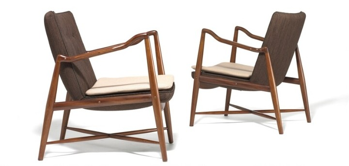 "Finn Juhl: ""The Westermann Fireplace Chair"". A pair of very rare armchairs with Cuban mahogany frame, cross-stretchers of Oregon pine. Made by Niels Vodder. (2)"