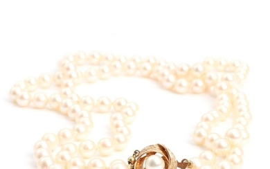 A two-strand pearl necklace set with numerous cultured pearls, with a 14k gold clasp. L. app. 46–48 cm. Pearl diam. app. 7 mm.